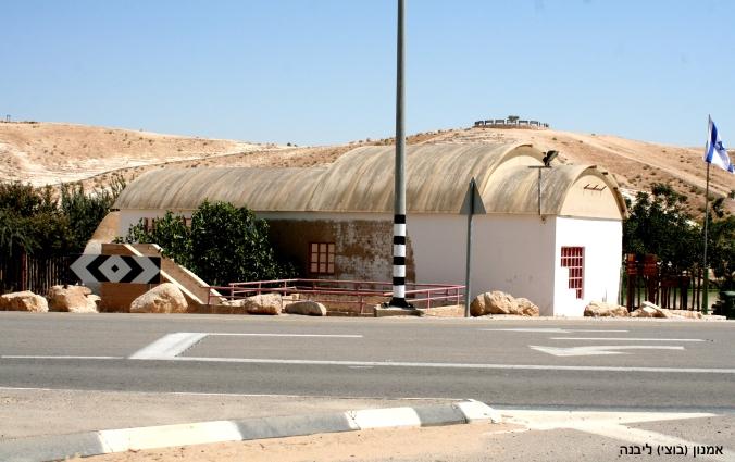 IMG_0243 מבנה הבאר בכניסהעותק